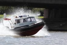Bezpieczeństwo nad wodą w czasie wakacji to priorytet – szkolenie policjantów i ratowników wodnych