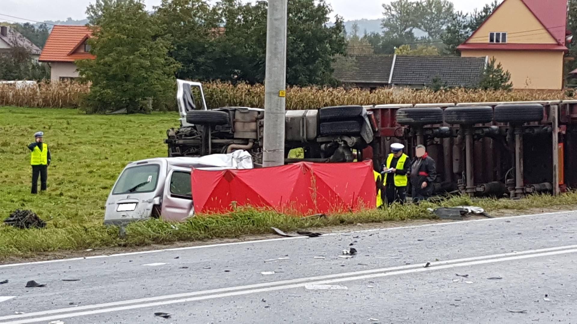 Śmiertelny wypadek na DW980 w Biskupicach Melsztyńskich [ZDJĘCIA]