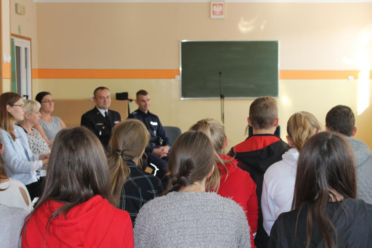 Jak na co dzień wygląda służba w Policji – spotkanie policjantów z młodzieżą