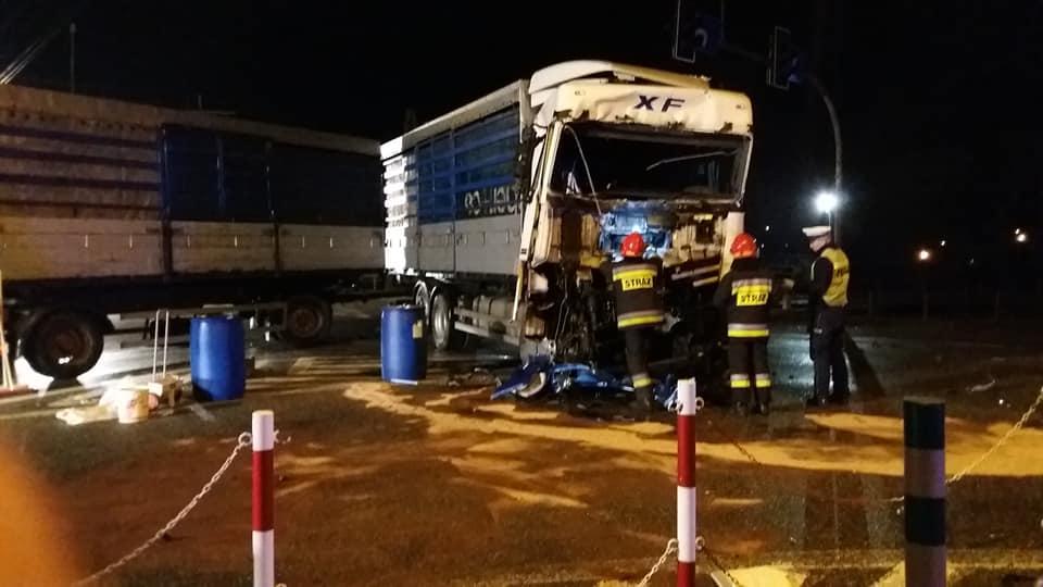 Zderzenie dwóch samochodów ciężarowych na DK94 w Brzesku [ZDJĘCIA]