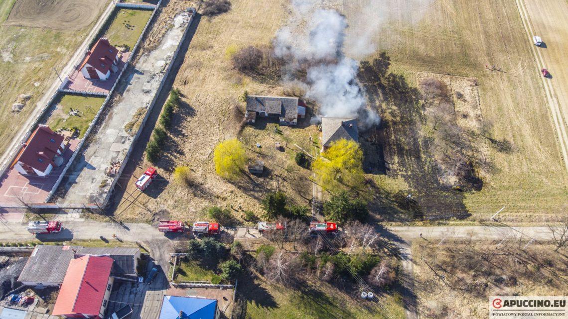 Pożar budynku i nieużytków rolnych w Łoponiu [VIDEO, ZDJĘCIA]