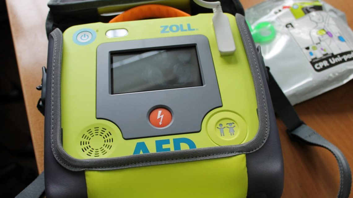 W brzeskiej jednostce dostępny jest defibrylator AED