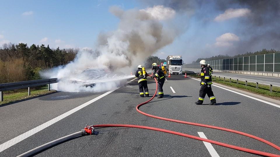 Pożar auta osobowego na autostradzie A4