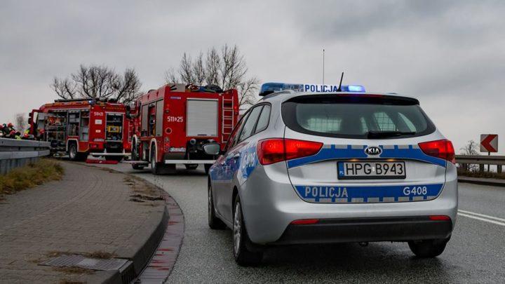 Policjanci i strażacy uwolnili dziecko zatrzaśnięte w samochodzie