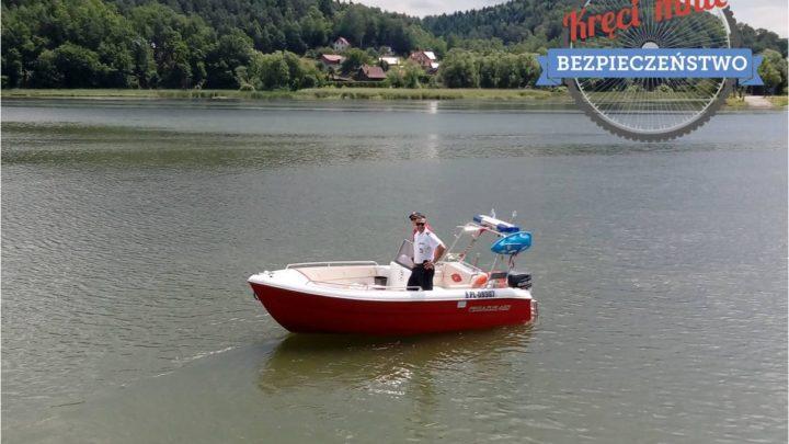 Policjanci i ratownicy wodni dbają o bezpieczeństwo nad Jeziorem Czchowskim