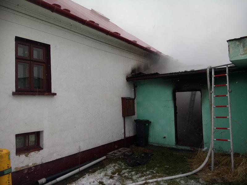 Pożar zabudowań mieszkalnych w miejscowości Jadowniki