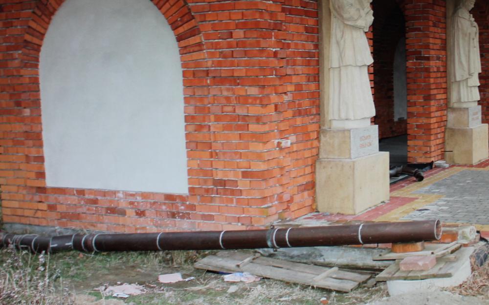 Policjanci zatrzymali złodzieja rynien z kościołów
