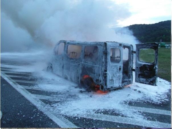Pożar busa na DK75 w Wytrzyszczce