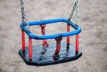 """Dwie 5-latki wyszły niepostrzeżenie z placu zabaw – postawiły """"na nogi"""" służby ratunkowe"""