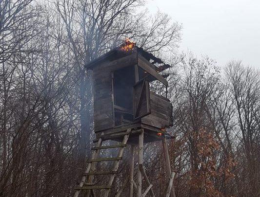 Pożar ambony myśliwskiej w Jadownikach [FOTO]